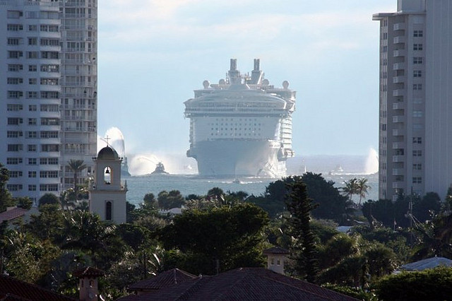 Oasis of the Seas Source: Flickr@Monica R