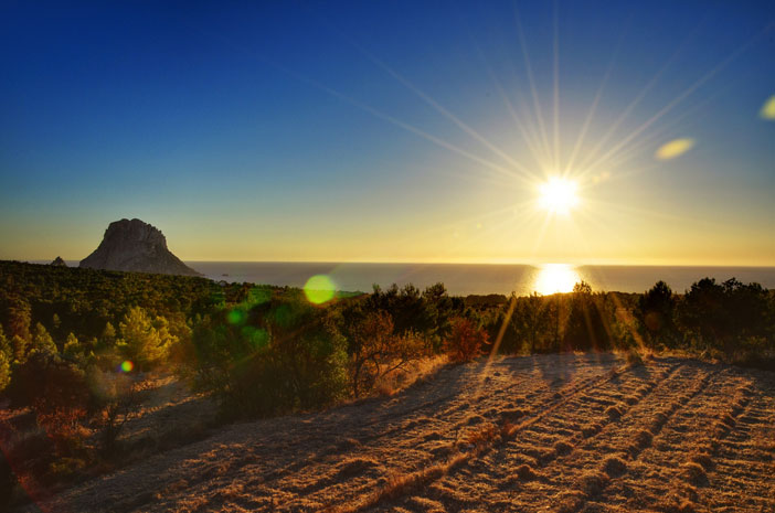 Es Vedra at sunset. Flickr Creative Commons: Federico Capoano