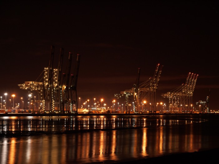 Southampton_docks_at_night_4_seconds