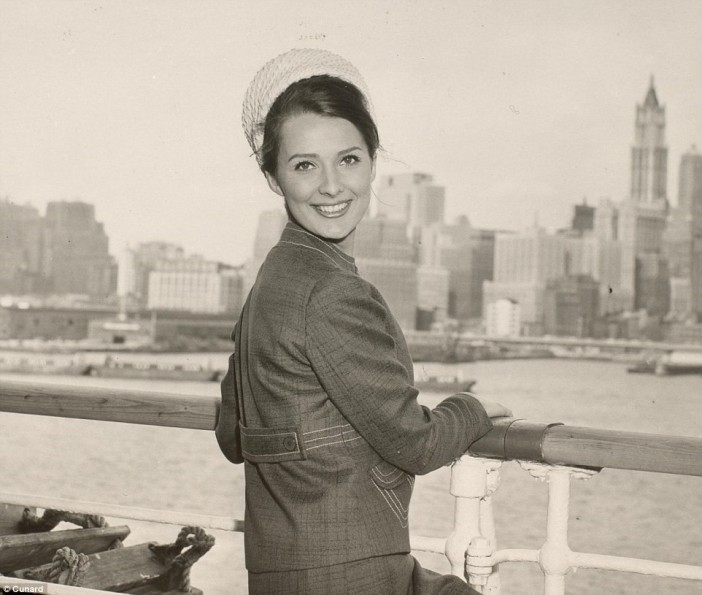 Cunard ship cruises into New York in 1967
