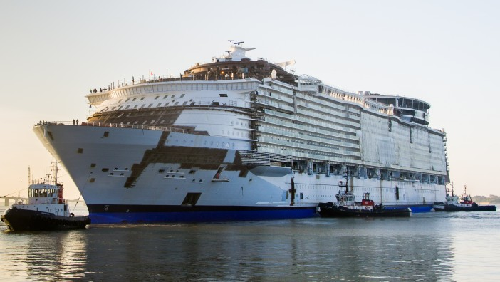 Harmony_of_the_Seas_Saint-Nazaire_June_2015