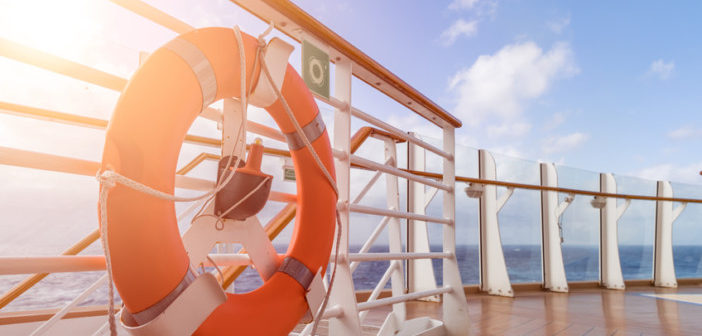 cruise-ship-holiday-deck